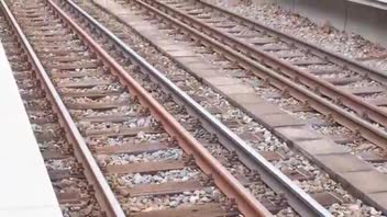 Train Delayed After Signalman Gets Stuck in Toilet