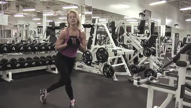 Curtsy Lunge with Kick to Side - Women's Fitness