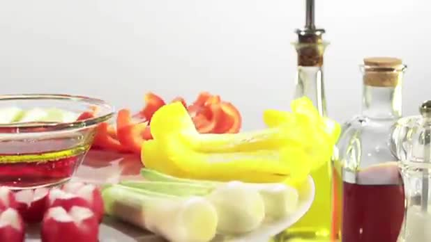 Research Suggests Avoid No-Fat Salad Dressing
