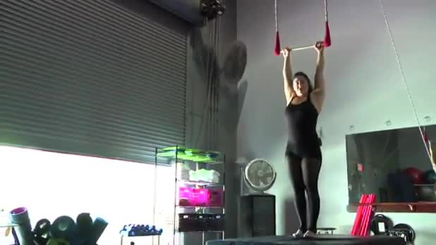 Circus Exercises: Leg Lift on the Static Trapeze - Women's Fitness